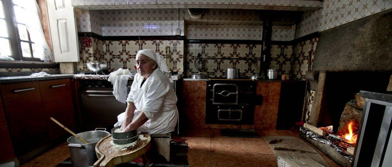 Queijeira de Seia faz queijos � moda antiga